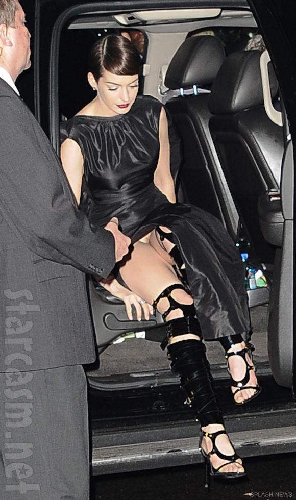 Anne_Hathaway_wardrobe_malfunction
